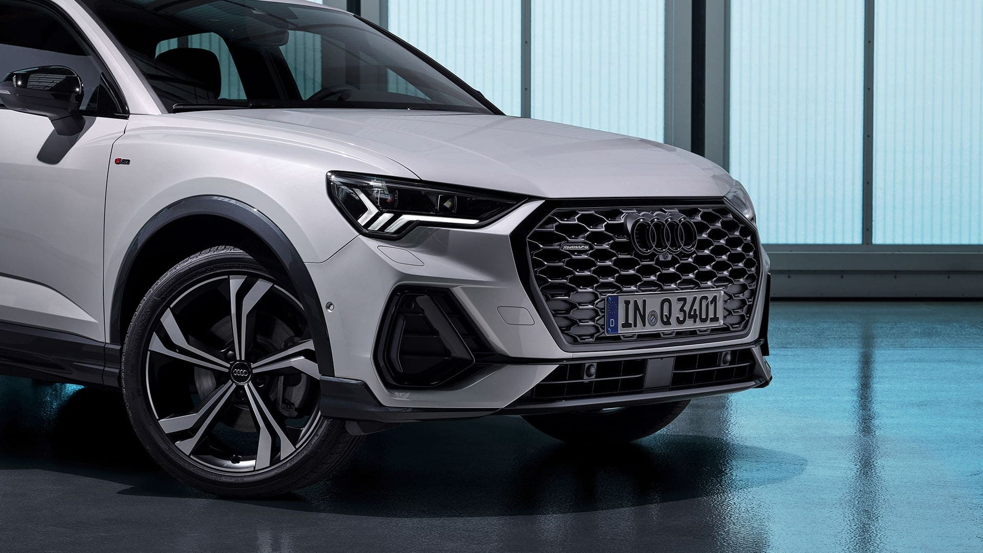 Side and front view Audi Q3 Sportback