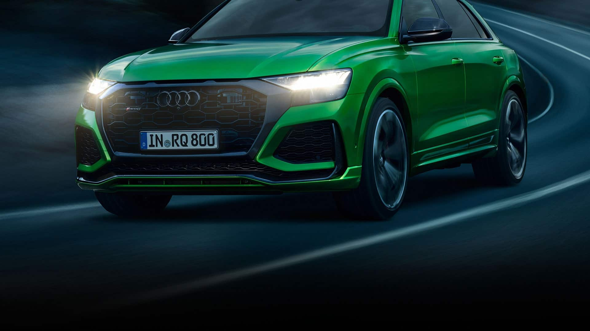 Dynamic front view Audi RS Q8