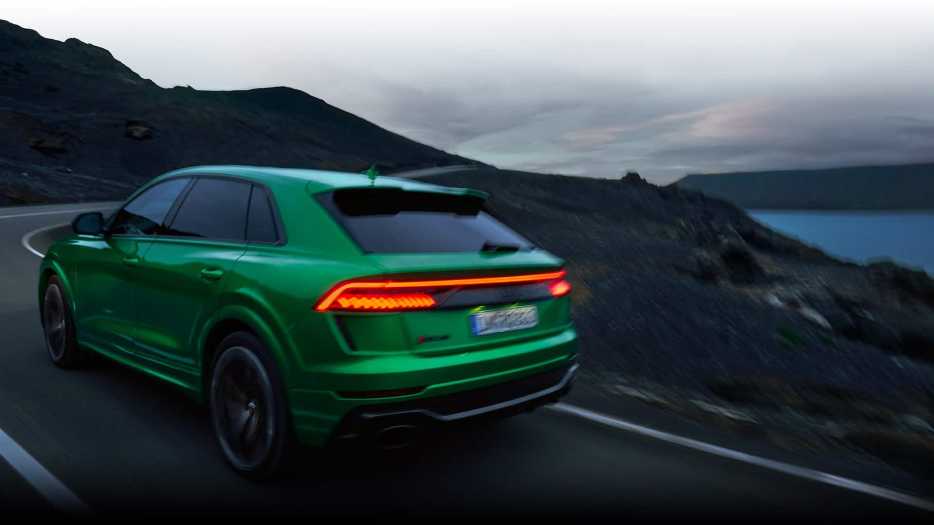 Dynamic rear view Audi RS Q8
